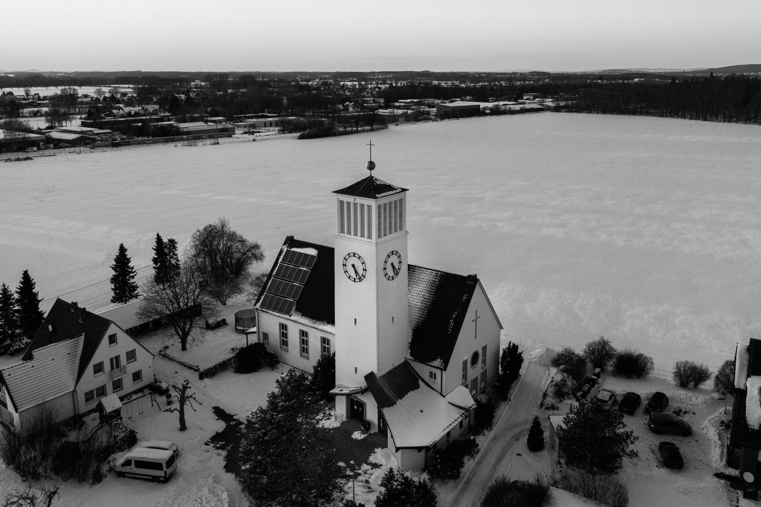 Kirche Sylbach von oben Matthias Ingram 4 sw